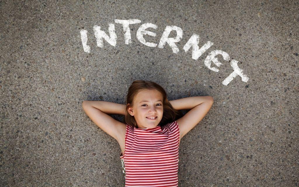 סיבים אופטיים או אינטרנט רגיל